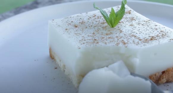 Νηστίσιμο γλυκό ψυγείου με σαντιγί