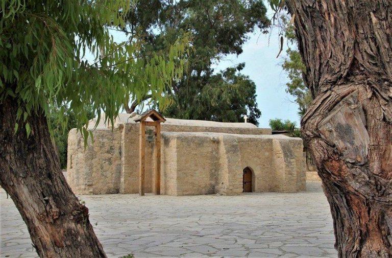 Εκκλησία αφιερωμένη στον Άγιο Ερμογένη/Έτσι βρέθηκε από την Σάμο στην Κύπρο