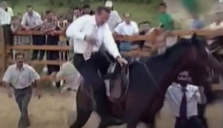 Το άλογο πέταξε τον Ερτογάν στο έδαφος και τον έκανε ρεζίλι! (ΒΙΝΤΕΟ)