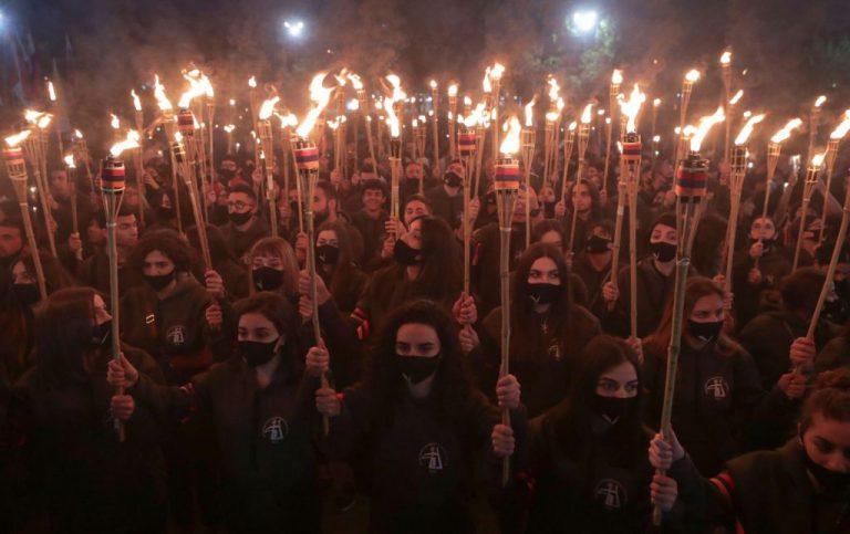 Χιλιάδες άνθρωποι αποτίουν  φόρο τιμής στα θύματα της γενοκτονίας της Αρμενίας