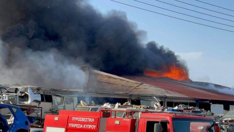 Μεγάλη πυρκαγιά σε αποθήκες στη Λάρνακα-Κλήθηκαν ενισχύσεις (ΒΙΝΤΕΟ)