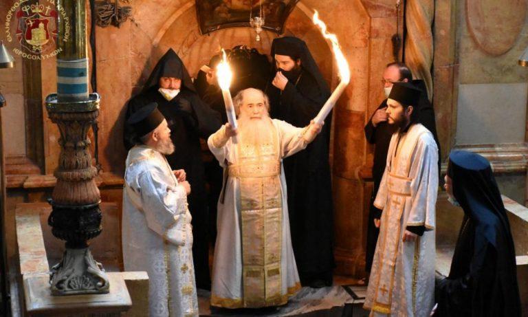 Παραδόθηκε το Άγιο Φως από τον Πατριάρχη Ιεροσολύμων (ΒΙΝΤΕΟ)