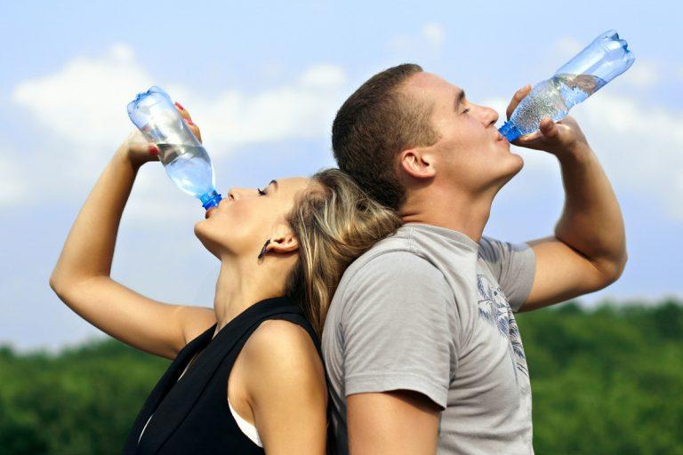 Πόσο νερό πρέπει να πίνουμε μέσα στην ημέρα;